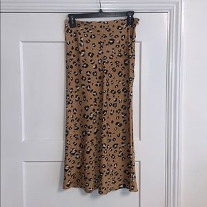 NASTY GAL LEOPARD SKIRT WITH ZIPPER SIZE US2